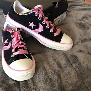 New Converse Chuck Taylor black suede/ pink laces
